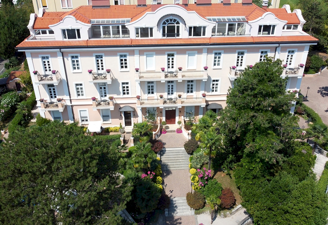 Renovated and fully furnished apartments in a historic villa on Opatija Riviera