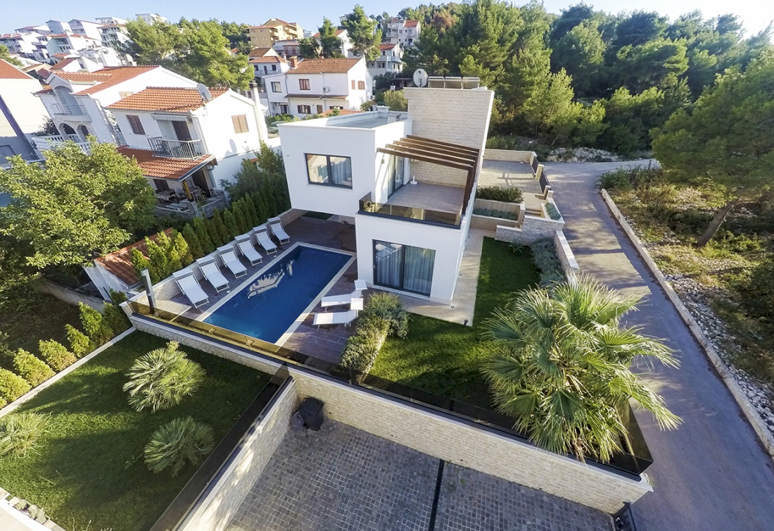 Luxury villa with the outdoor and indoor pool - Dalmatia