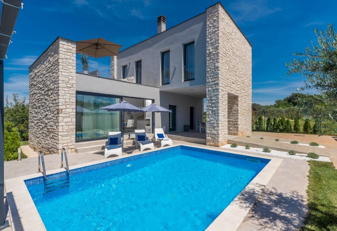 Elegant villa with pool near Umag, Istria