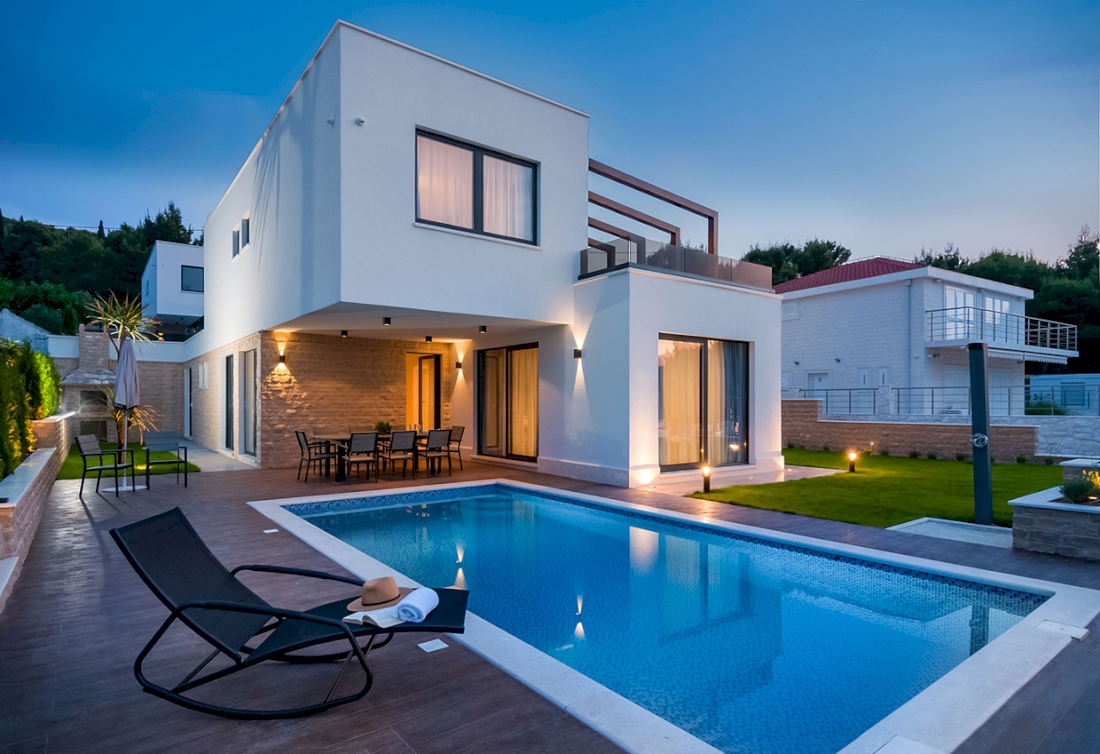 Waterfront villa with interior pool - Trogir
